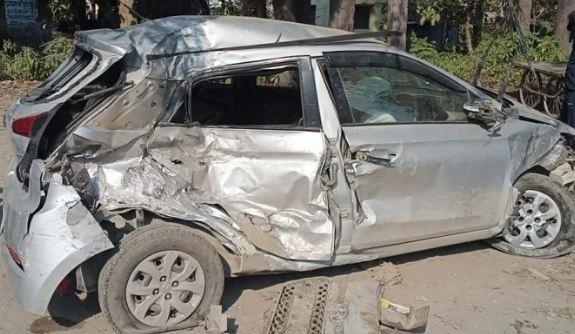 रुड़की से ऋषिकेश शादी में जा रहे युवकों की कार दुर्घटनाग्रस्त, दो की मौत, तीन गंभीर रूप से घायल।