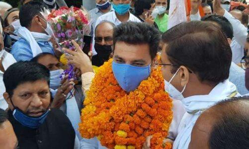 उत्तराखंड: हल्द्वानी पहुंचे कांग्रेस प्रभारी देवेंद्र यादव, नेताओं ने बड़े ही उत्साह के साथ स्वागत।