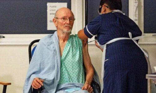 दुनिया में सबसे पहले कोविड वैक्सीन लगवाने वाले पुरुष का निधन